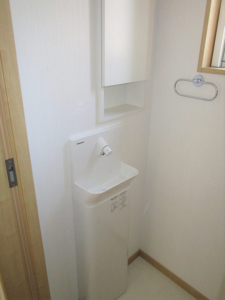 1階トイレ手洗器・収納